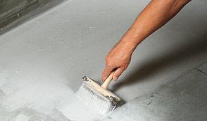 KROK VII - Nakładanie masy uszczelniającej na podłogę